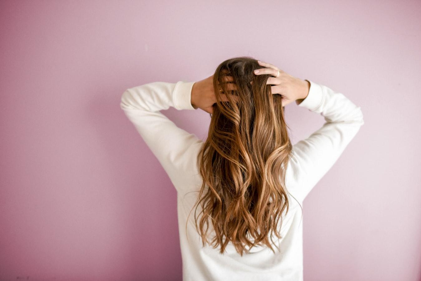 Brug shampoo fra Poul Mitchell til at få styr på sommerlokkerne